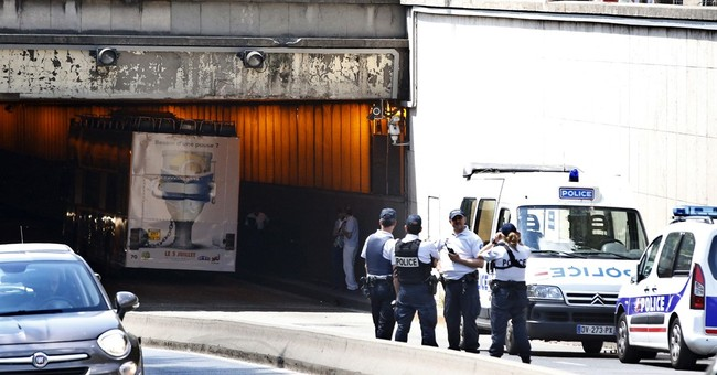Tour bus hits top of Paris tunnel; 4 injured, 1 seriously