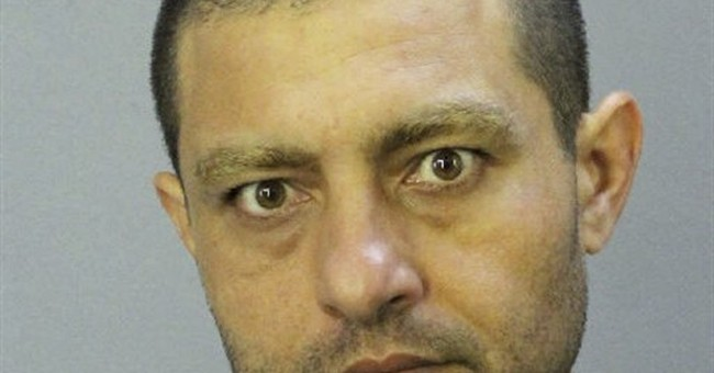 Former Muslim charged with making bomb threat to mosque