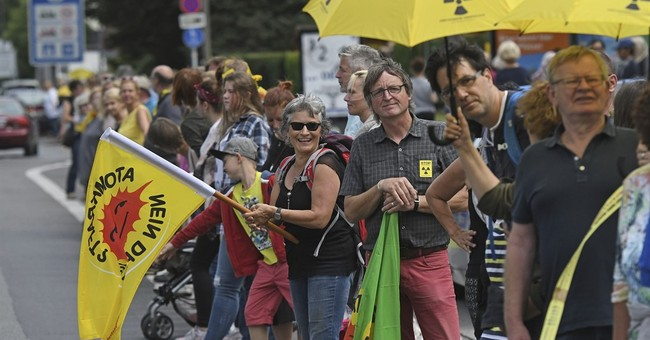 Thousands protest against Belgian nuclear reactors