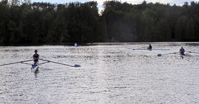 Lakeside homeowners, sculling camp clash over waterway use