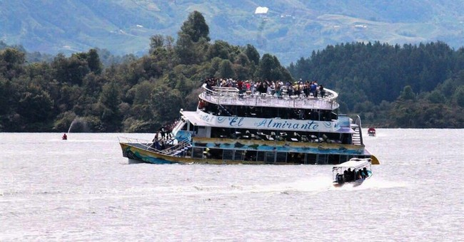 9 still missing after tourist boat sinks in Colombia