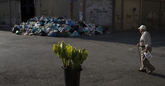 Greek garbage collectors reject compromise as trash piles up