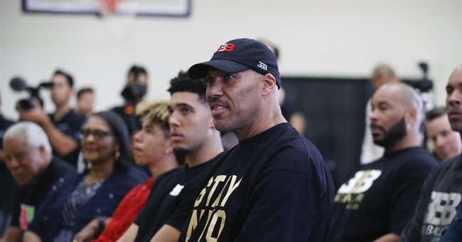 LaVar Ball appears at WWE event, son LaMelo uses slur