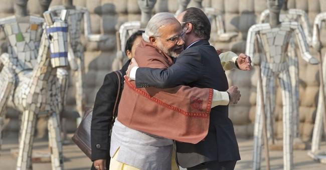 Modi meets Trump with his usual greeting _ bear hugs