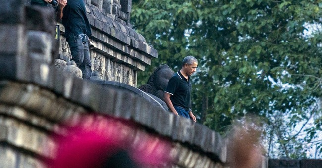 Obama and family move from Bali to Java on Indonesia holiday