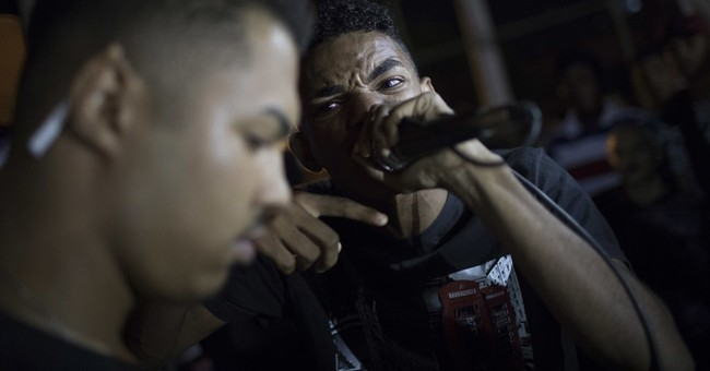 AP PHOTOS: Music, art help deal with violence in Rio slum