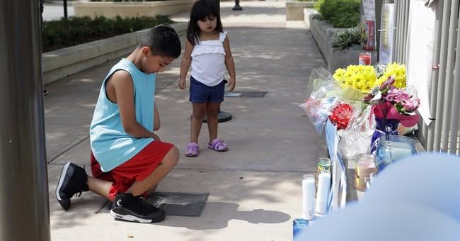 Texas officer shot while investigating vehicle break-in dies