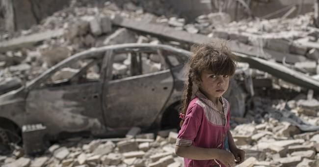 Civilians flee as strikes pound last of IS-held Mosul