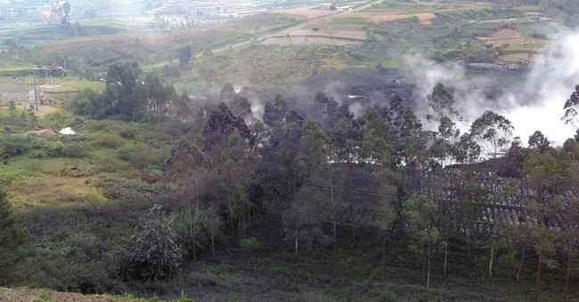 Aid helicopter crash kills 8 after Indonesian volcano erupts