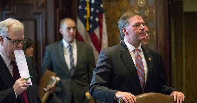 Illinois governor urges House not to undo budget plan veto