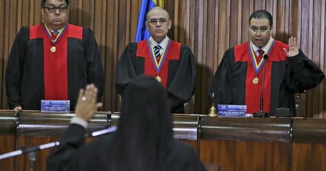 Venezuela high court, top prosecutor in political showdown