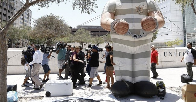 The Latest: Closing arguments at Arpaio's trial completed