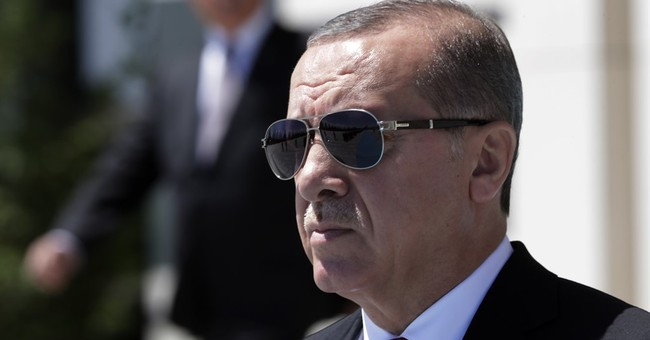 Human rights group chides Turkey over 10 arrests