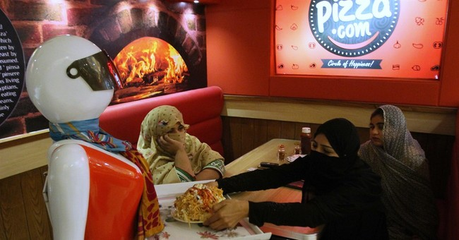 'Robot waitress' draws customers to Pakistani pizza joint