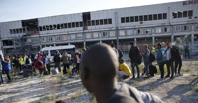 Paris evacuates nearly 2,800 migrants as arrivals surge