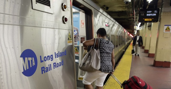 Railroad riders turn complaints over delays into lawsuit