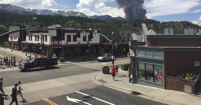 Town near Colorado ski resort welcomes visitors despite fire