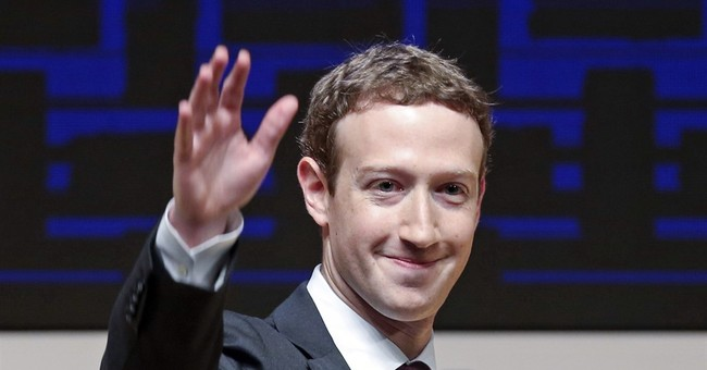 Facebook CEO trying to buy out land near his Hawaii estate