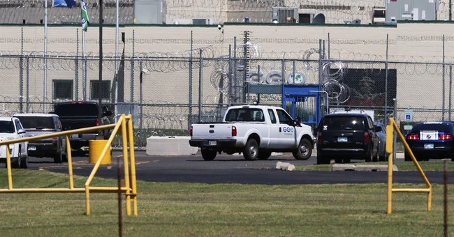 Inmates take 2 guards hostage in Oklahoma prison riot