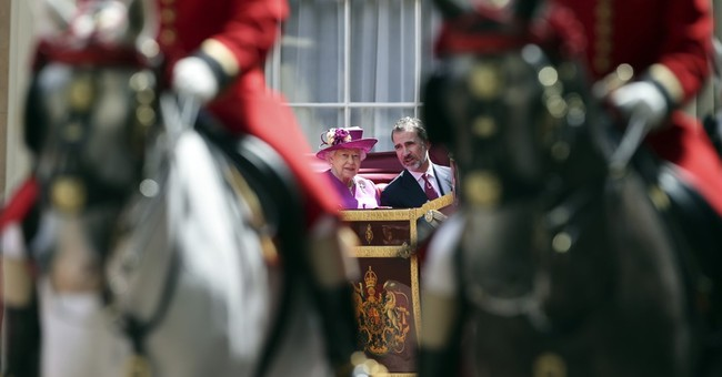 UK welcomes Spanish king and queen with military pomp