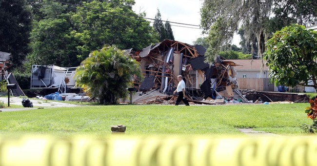 Growing sinkhole swallows 2 houses, 1 boat in Florida