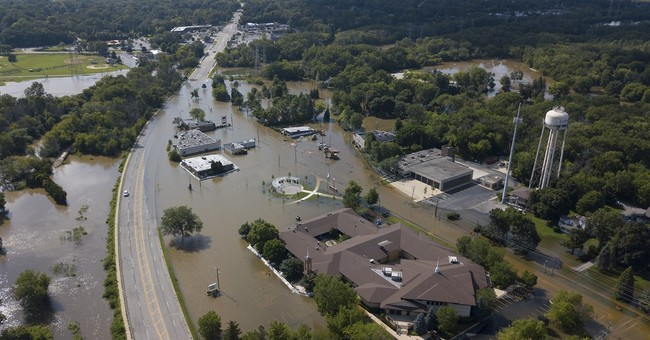 Flooding affects some 6800 buildings north of Chicago