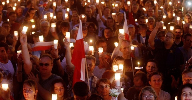 The Latest: Thousands protest in Warsaw against legal reform