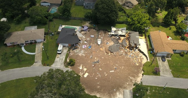 Cleanup planned for Fla. sinkhole, 5 homes still evacuated