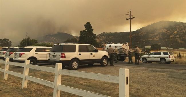 California blaze destroys 8 structures near Yosemite