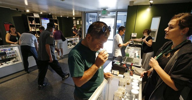 US Sen. Warren seeks to pull pot shops out of banking limbo