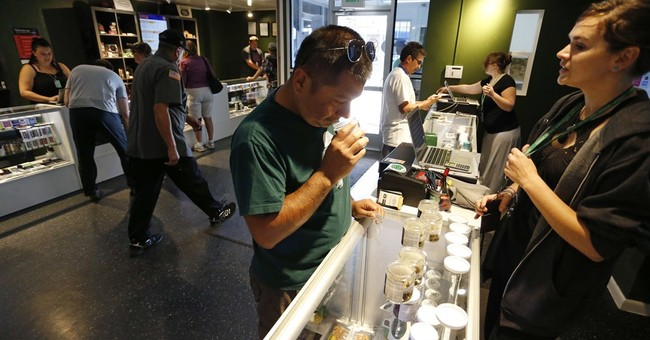 US Sen. Warren seeks to pull pot shops out of banking limbo
