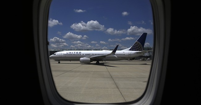United Airlines shares tumble on disappointing 3Q outlook