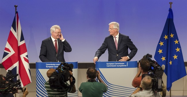 EU, UK tiptoeing forward in vital Brexit divorce talks