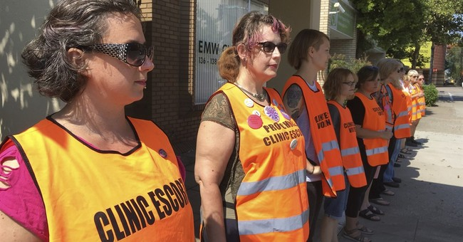 Judge's order targets Kentucky abortion clinic protesters