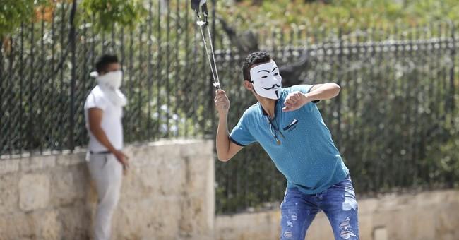Muslim prayers end peacefully at Jerusalem mosque