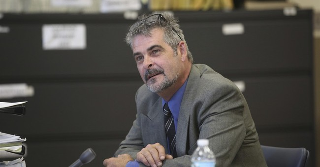AP source: Anti-drug crusader to plead to weapons charge