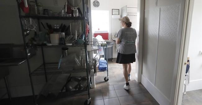 Tourists evacuate N Carolina island; local businesses hurt