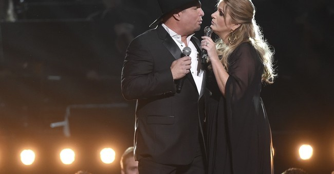 Garth Brooks, Trisha Yearwood buy wedding gifts for fans