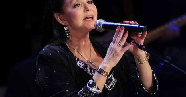 Country star Crystal Gayle inducted in Grand Ole Opry