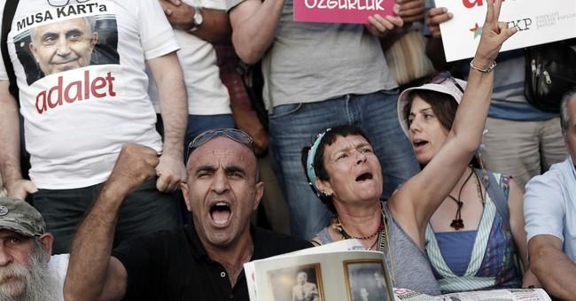 7 staff members of opposition newspaper leave Turkish jail