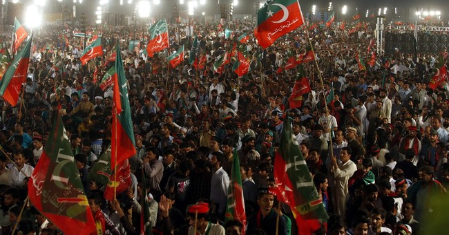 Pakistan: Ahead of PM vote, Islamabad crowds root for Khan