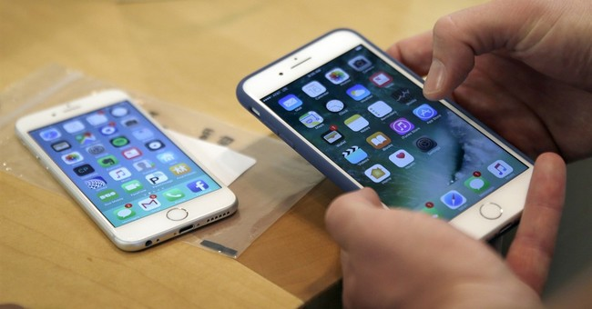 Don't try this: Thieves steal iPhones from moving truck