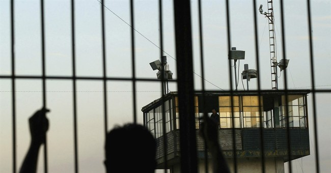 9 of 10 inmates in Mexico say they bribed prison guards