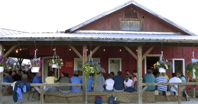 Farms drawing diners who eat near fields that produced food