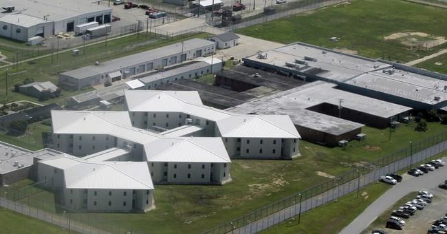 Arkansas inmates snatch keys, take control of part of prison