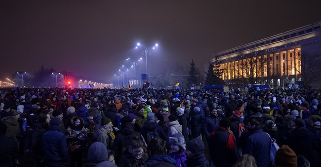 10,000 protest Romania government plans to pardon prisoners