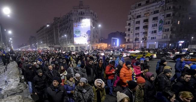 10,000 protest Romania government plans to pardon prisoners