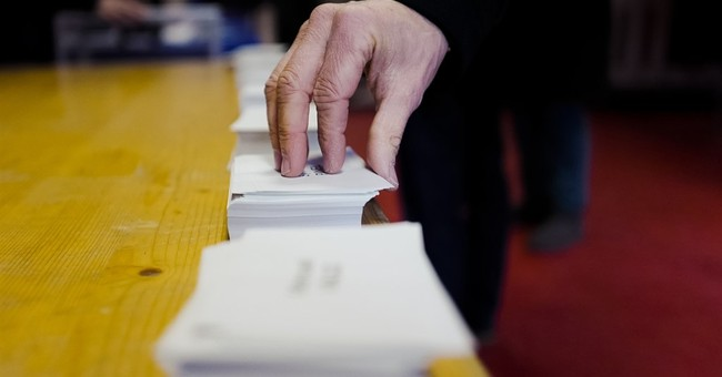 Partial results: Valls, Hamon advance in French primary