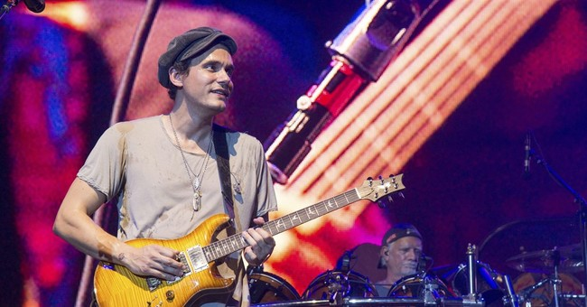 John Mayer pays tribute to Glen Campbell on Nashville stage