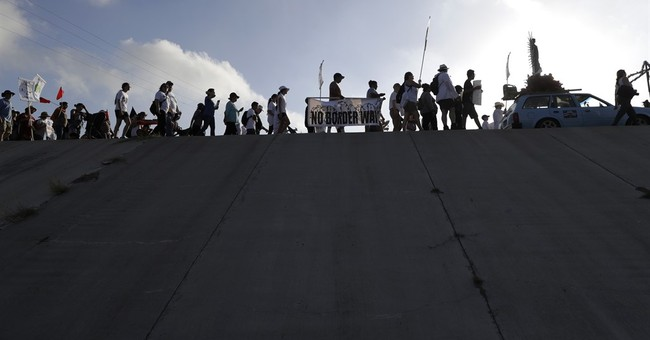 Advocates stage first big Texas protest against border wall